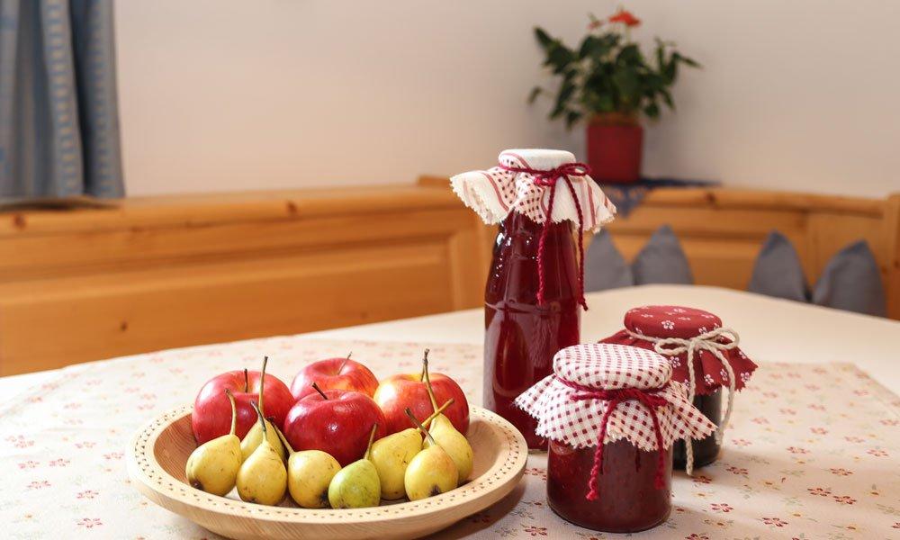 Genießen Sie zum Frühstück oder Abendessen Köstlichkeiten vom Falserhof