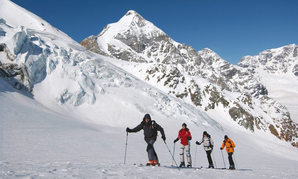 Cross-country skiing and snowshoe hikes on the Villanderer Alm